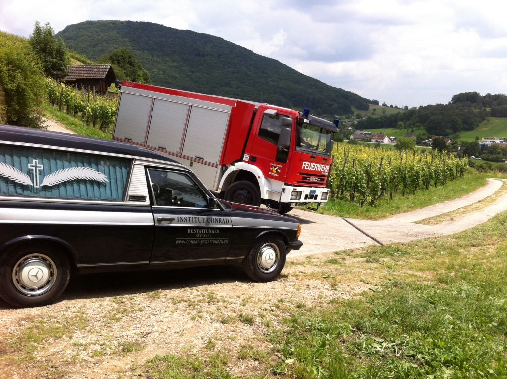 Tanker und Leichenwagen